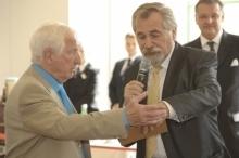 "Prof.L.J.Edelbauer diskutiert mit Moderator Peter Rapp, KommR M.Platzer hört skeptisch zu. <br/><br/>Foto: ""www.medianet.at/szene1"""