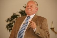 Einer der Höhepunkte des Programms:  Hofrat Prof.F.Zodl interpretiert eine Welturaufführung, das Kaffeelied