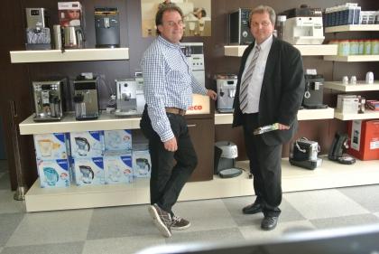 Hr. Gf. Meschnark mit Hr. Markus Madar von den Qualitätsröstern.