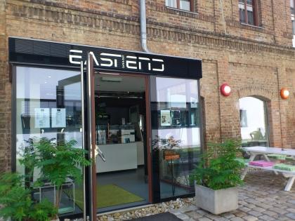 Am Standort Neu Marx gibt es im Café + Deli frisch gekochte Speisen zum Selbstholen und auch Madar Kaffee.