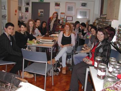 Kaffee-Unterricht für die HLW Biedermannsdorf unter Aufsicht von Frau Dipl.Päd.Eleonore Ludwig