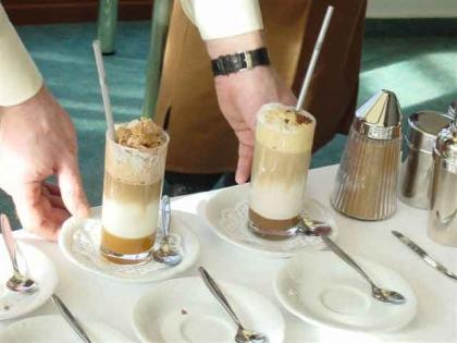frisch zubereitete Kaffee-Spezialitäten