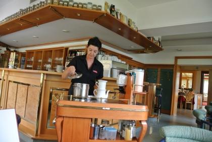 Zubereitung am Sommelierwagen von Chef.Diplom-Sommelière Manuela Bauer