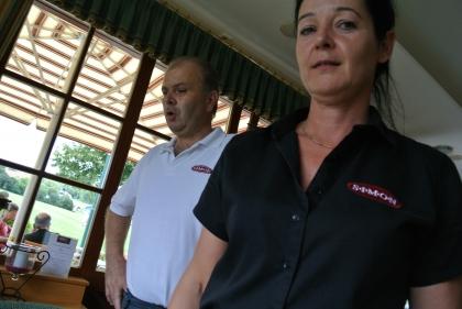 v.l.n.r. Hotelier und Chef.Diplom-Sommelier Martin Simon, Chef.Diplom-Sommelière Manuela Bauer