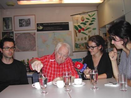 Prof. Edelbauer mit Ö3-Reporterin Frau Julia Schmuck, Herrn Enrico A. Poidomani, Radevormwald/D und Frau Patricia Koc, Berlin/D.