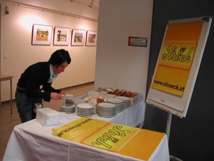 Zur Stärkung vor dem und nach dem Vortrag wurden gebackene Köstlichkeiten und Kaffee vorbereitet.