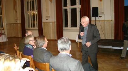 Prof.L.J.Edelbauer spricht über den Barista-Lehrgang