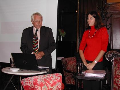 Prof. L. J. Edelbauer stellt Frau Mag. M. Woda vor