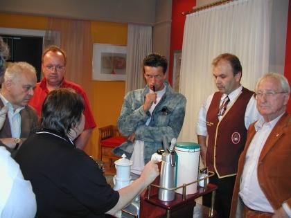 Regie-Besprechung: Mag. Martin Ferdiny, Chef-Dipl. Kaffeesomm. Hans Martin Simon und Prof. Leopold J. Edelbauer
