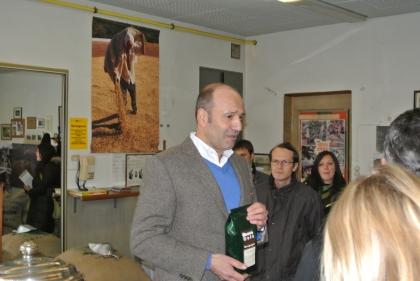 Der Qualitätsröster Hr. Franz Friessnegg stellt seine Kaffeesorten vor.