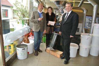 Hr.Friessnegg, Fr.Hauswirth und Hr.Madar stoßen auf die Verleihung an