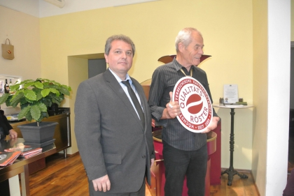 Sektionsleiter Markus Madar, MAS gratuliert Herrn Ing. O.Müller.