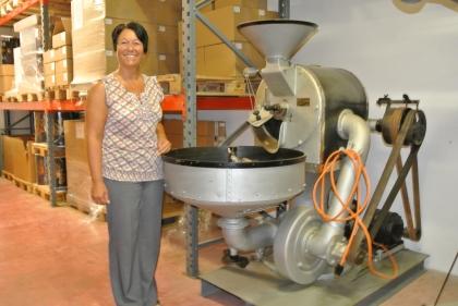 Beim Besuch in der Rösterei Rickli (Uznach im Kanton St.Gallen) entdeckte Prof.Edelbauer eine Röstmaschine aus dem Jahr 1893, die laut Chefin Frau Rickli noch funktioniert.