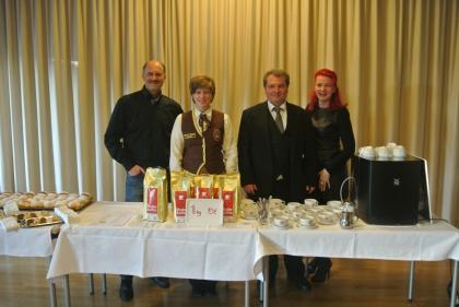 Von der Konditorei Groissböck kommen die leckeren Krapfen und Kekse.  Hr. Oliver Groissböck; Fr. Dr. Alexandra Suchomel; Hr. Madar Markus, MAS; Fr. Sabine Fürst  (von li nach re)