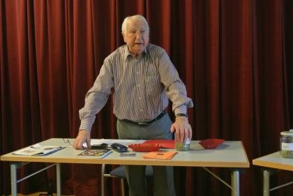 Prof. Leopold Edelbauer beantwortet wieder die zahlreichen Publikumsfragen.
