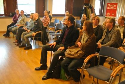... und das Publikum lauscht den Ausführungen.