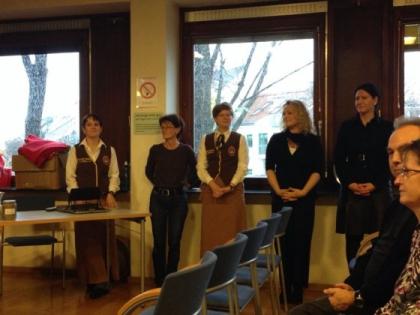 Die Helferinnen des Vortragsabends werden vorgestellt.