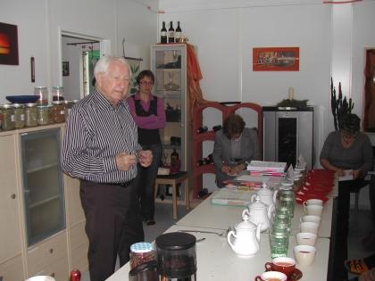 LWBFS Andorf, O.Ö.  Prof. Edelbauer bereitet das Tagesseminar vor.