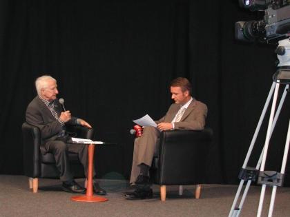 Prof.Edelbauer beim Interview mit ORF-Reporter Klaus Obereder