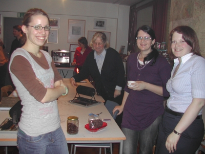 Studentin der Ernährungswissenschaft Annemarie Auguszt (Budapest), Mag.Patrizia Pauzenberger (Wien), Nina Desmer (Mühlheim a.d. Ruhr)