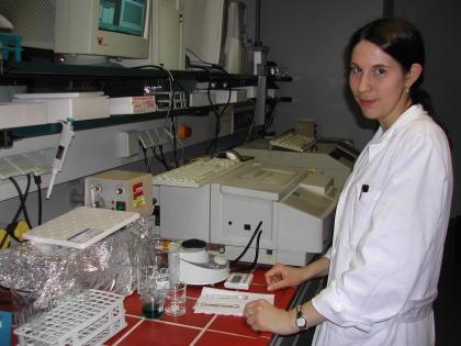 Marlene Woda bestimmt am Institut für Ernährungswissenschaften  die antioxidative Wirkung von Kaffee