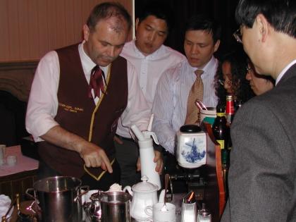 Chef-Dipl.Kaffeesomm.Simon erklärt österreichische Spezialrezepte