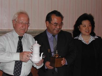 Prof.Leopold J.Edelbauer, Botschafter Lu Yonghua, Frau des Botschafters Zhang Zhi Jing