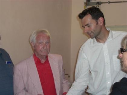 Prof.Leopold J.Edelbauer und sein Schüler Peter Affenzeller, der Besitzer der Rösterei Suchan.