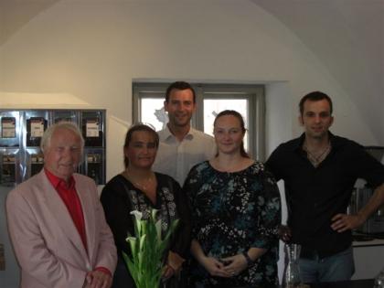 Prof.Edelbauer und vier Schüler:  Sabine Panhofer aus Linz, Peter Affenzeller, Michaela Mellert aus Mühlheim am Main, Kresimir Weller-Jozinovic aus Berlin