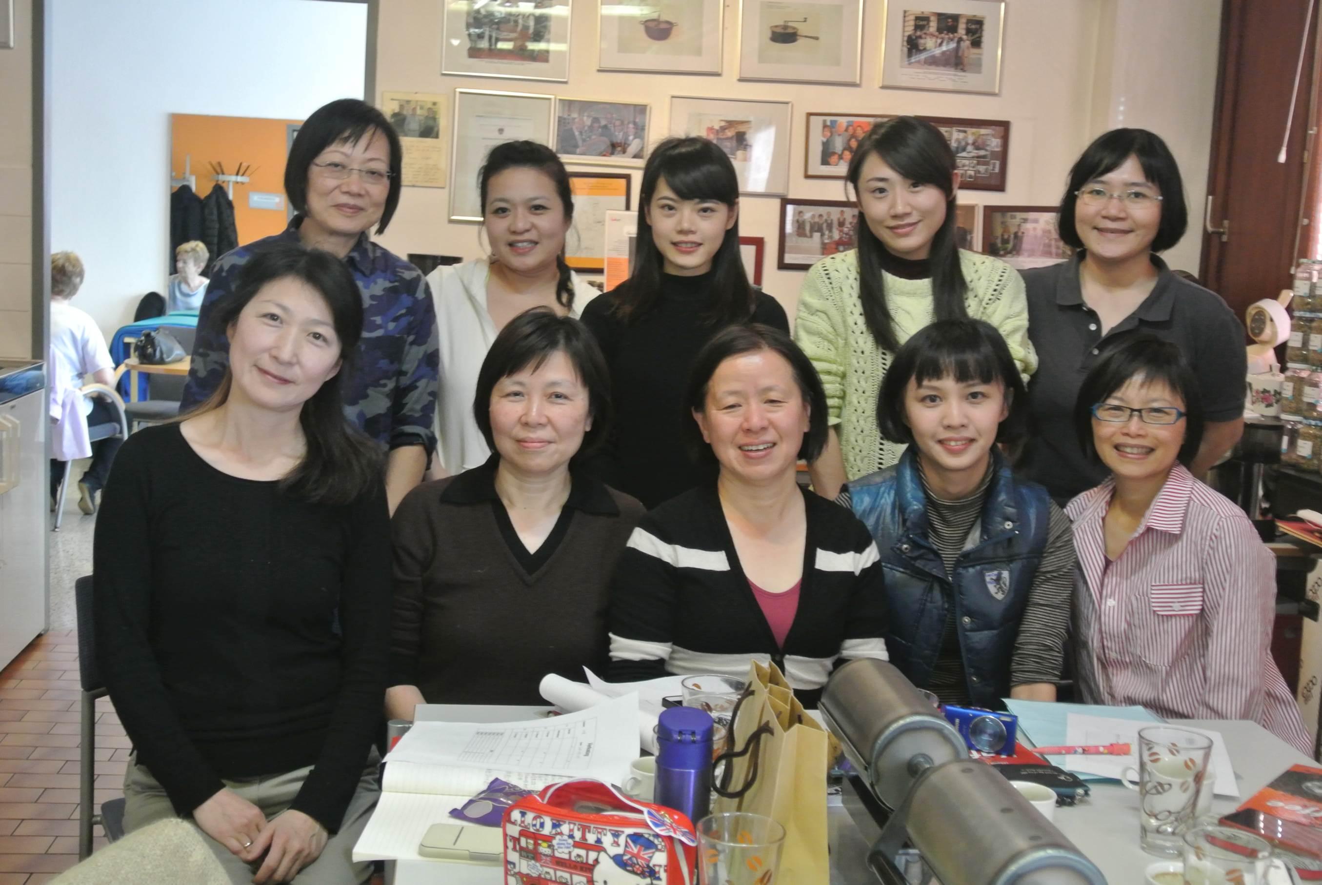 Gruppenfoto gemeinsam mit Dolmetscherin, Fr. Chef-Dipl.-Somm. Cheng (li vorne).