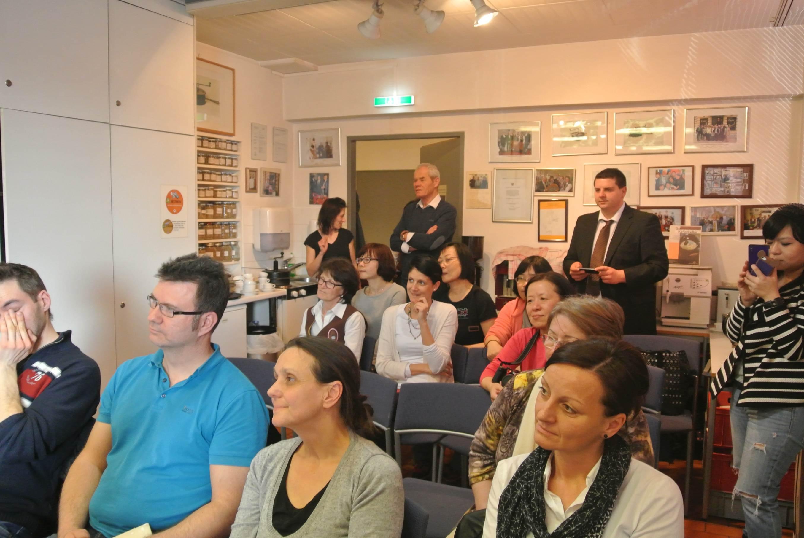Zahlreiche Besucher nutzten die Gelegenheit sich über Kaffee zu informieren.