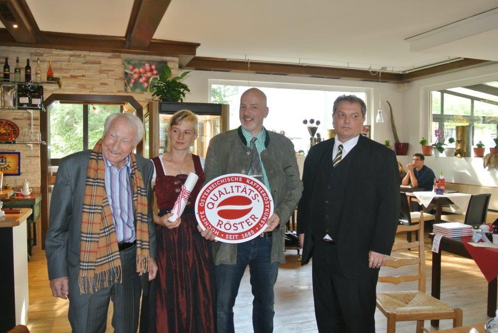 Prof. Edelbauer, Familie Faller und Sektionsleiter Madar
